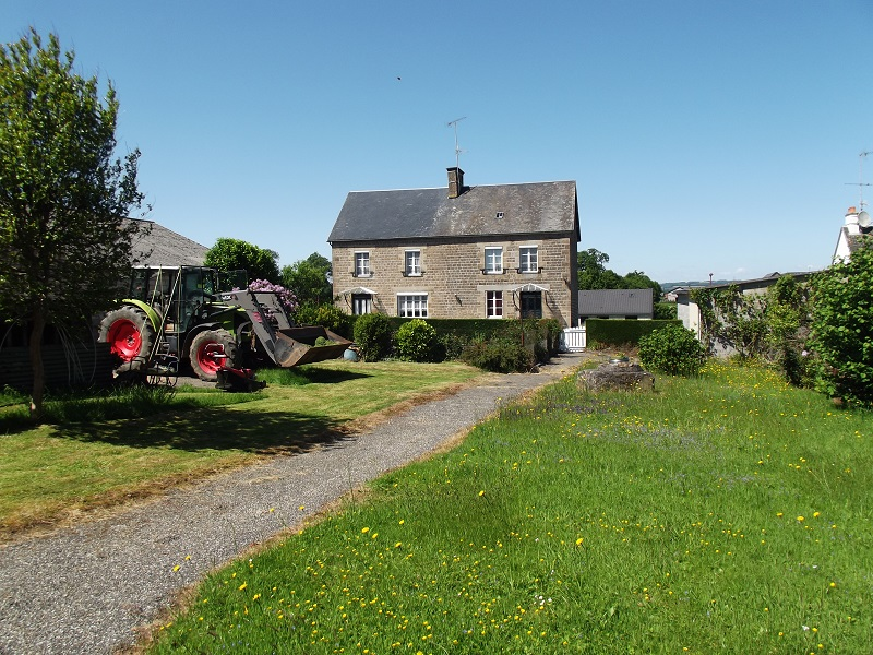7 Bedroom farmhouse with guest cottage  and outbuildings